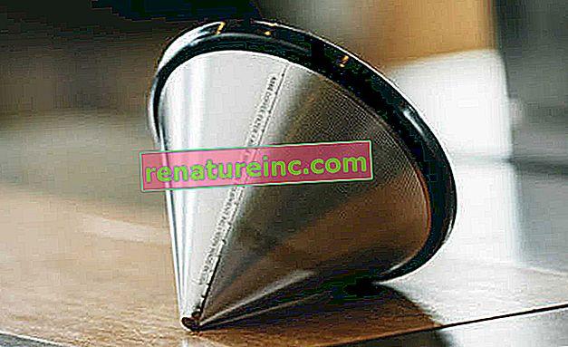 Stalowe sitko to trwała i praktyczna alternatywa dla filtra papierowego podczas parzenia kawy